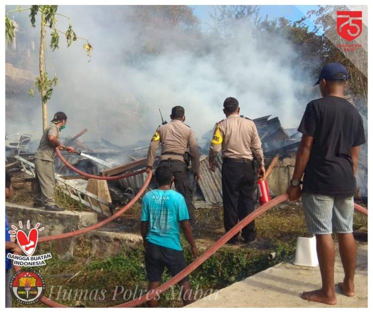 Polisi Bersama Warga dan Damkar Bantu Padamkan Kebakaran Dapur Hotel