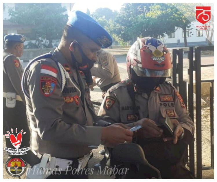 Disiplin Saat Berkendara, Propam Periksa Surat Kendaraan Dinas Personil Polres Mabar