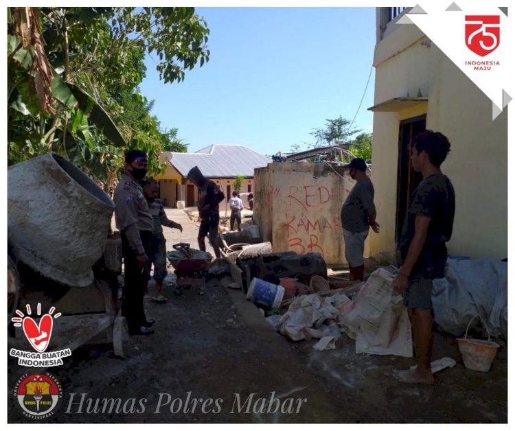 Awasi Penggunaan Anggaran Dana Desa, Polsek Komodo Pantau Langsung Pembangunan Jalan Desa