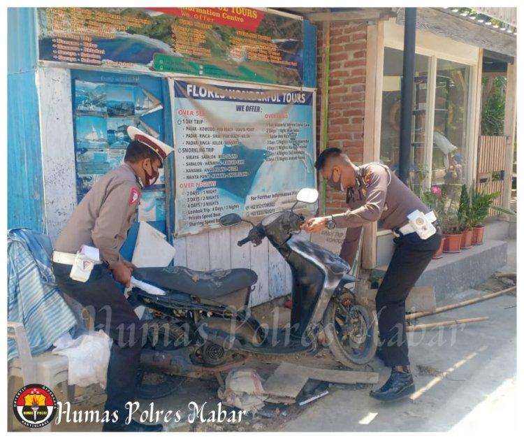 Sat Lantas Polres Manggarai Barat Tertibkan Pemotor yang Parkir di Trotoar
