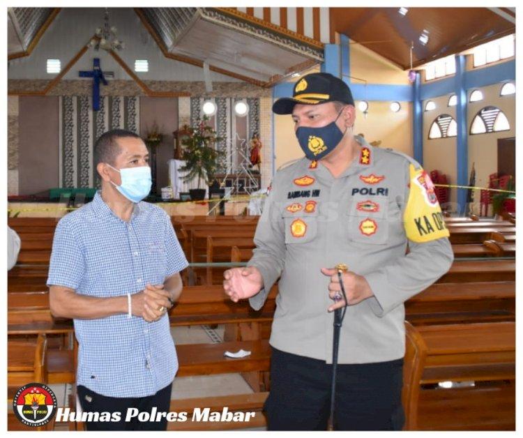 Kapolres Manggarai Barat Tinjau Lokasi Kebakaran Altar Gereja MBSB Wae Sambi Labuan Bajo
