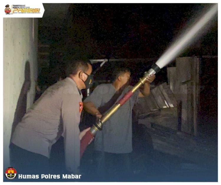Petugas Gabungan Berhasil Padamkan Kebakaran Warung Makan dan Dua Unit Rumah di Labuan Bajo