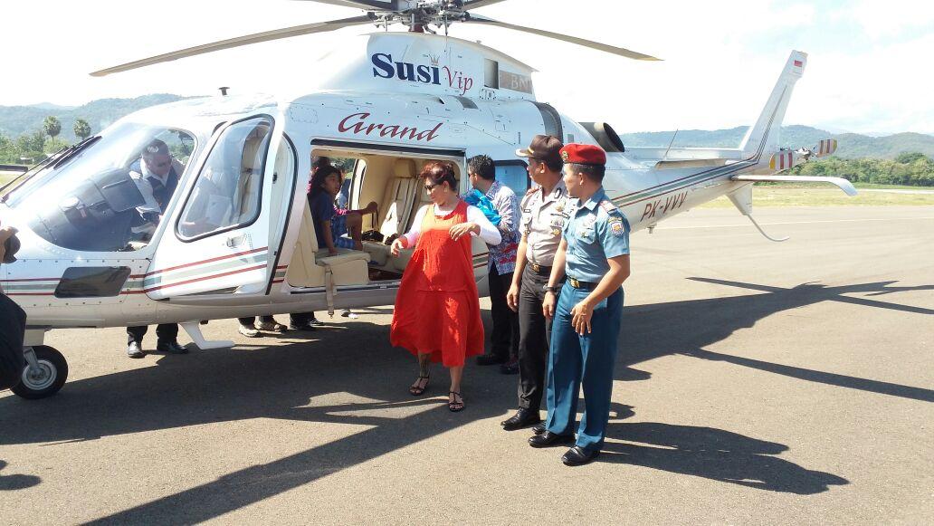 Kapolres Mabar Mendapingi Menteri Kelautan Dan Perikanan RI Meninjau TNK Dan Kota Labuan Bajo Via Udara Dengan Menggunakan Helikopter