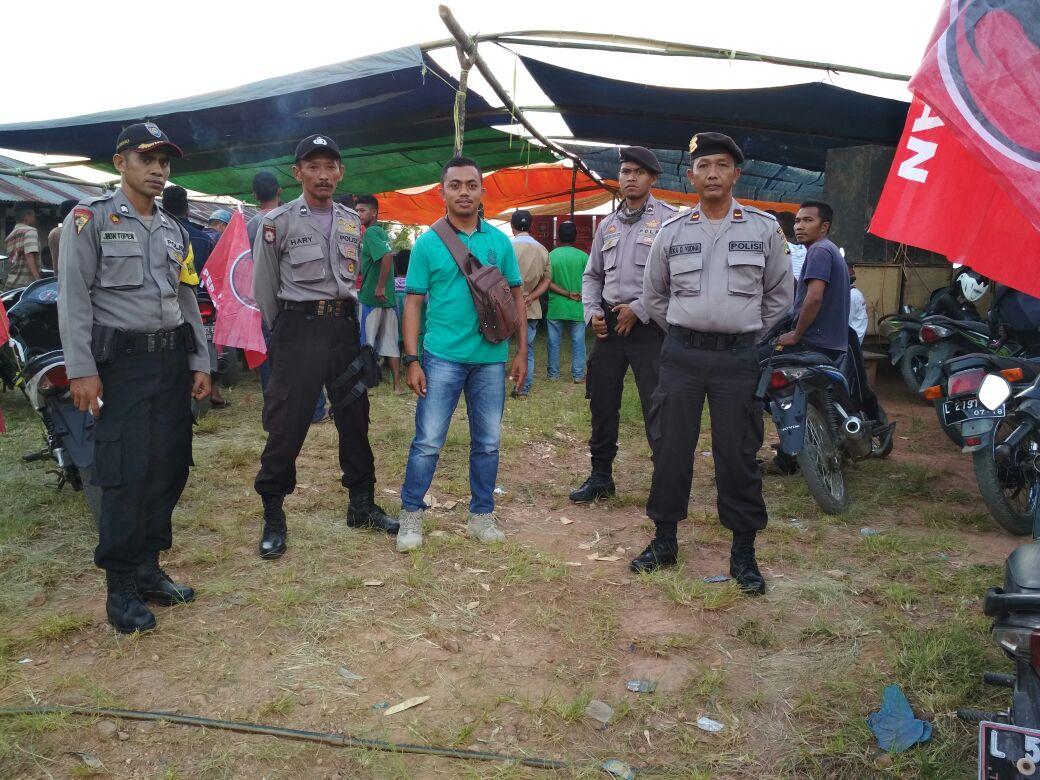 Sat Sabhara Bersama Anggota Polsek Lembor Polres Mabar Amankan Kampanye Tatap Muka Marhaen