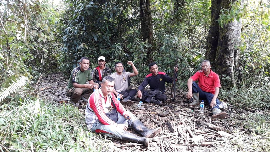 Cegah Perambahan Hutan, Bhabinkamtibmas dan Anggota Polsek Kuwus Gelar Patroli di Kawasan Hutan Mabar