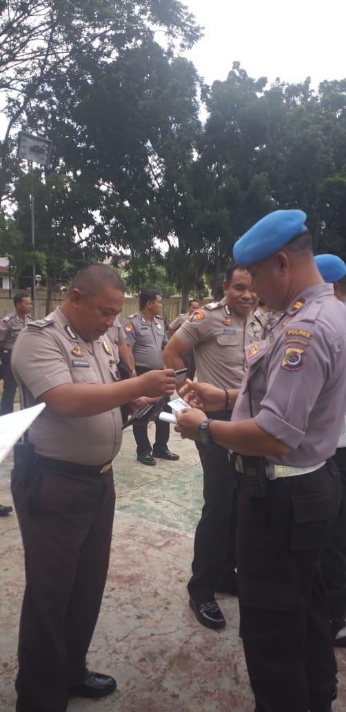 Terapkan Disiplin, Propam Polres Mabar Lakukan Pemeriksaan Sikap Tampang dan Gatiplin Kepada Personel