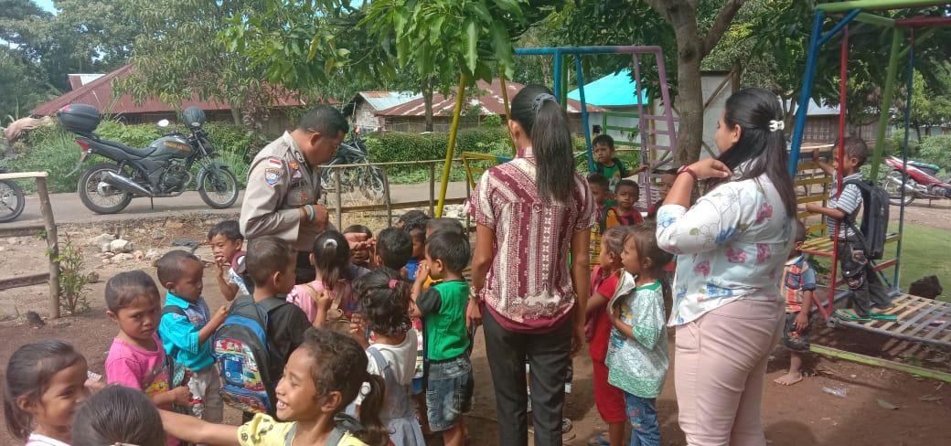 Bermain Bersama Dengan Anak PAUD Di Desa Binaan