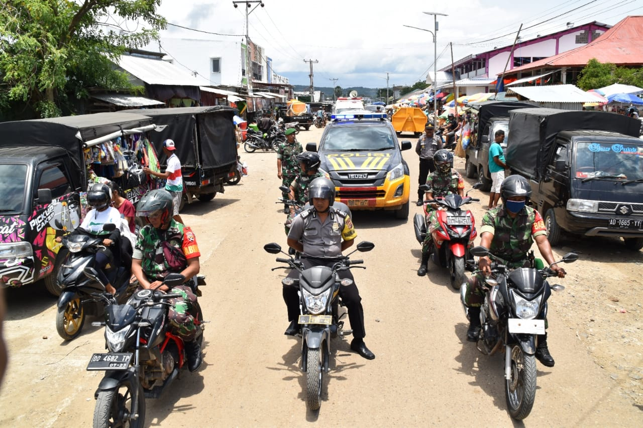 TNI-Polri bersama Dinkes Keliling Kota Imbau Masyarakat Cegah Covid-19