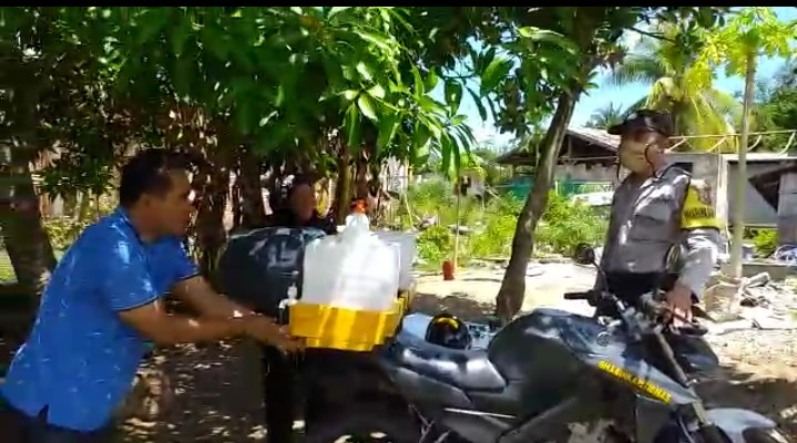 Kerja Nyata Bhabinkamtibmas Polres Mabar Cegah Corona Covid-19