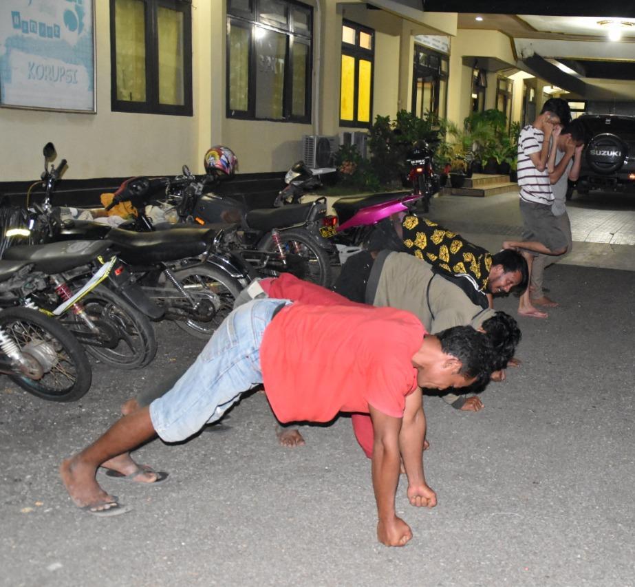Ditengah Wabah Corona, Enam Pemuda ini Malah Asyik Pesta Miras